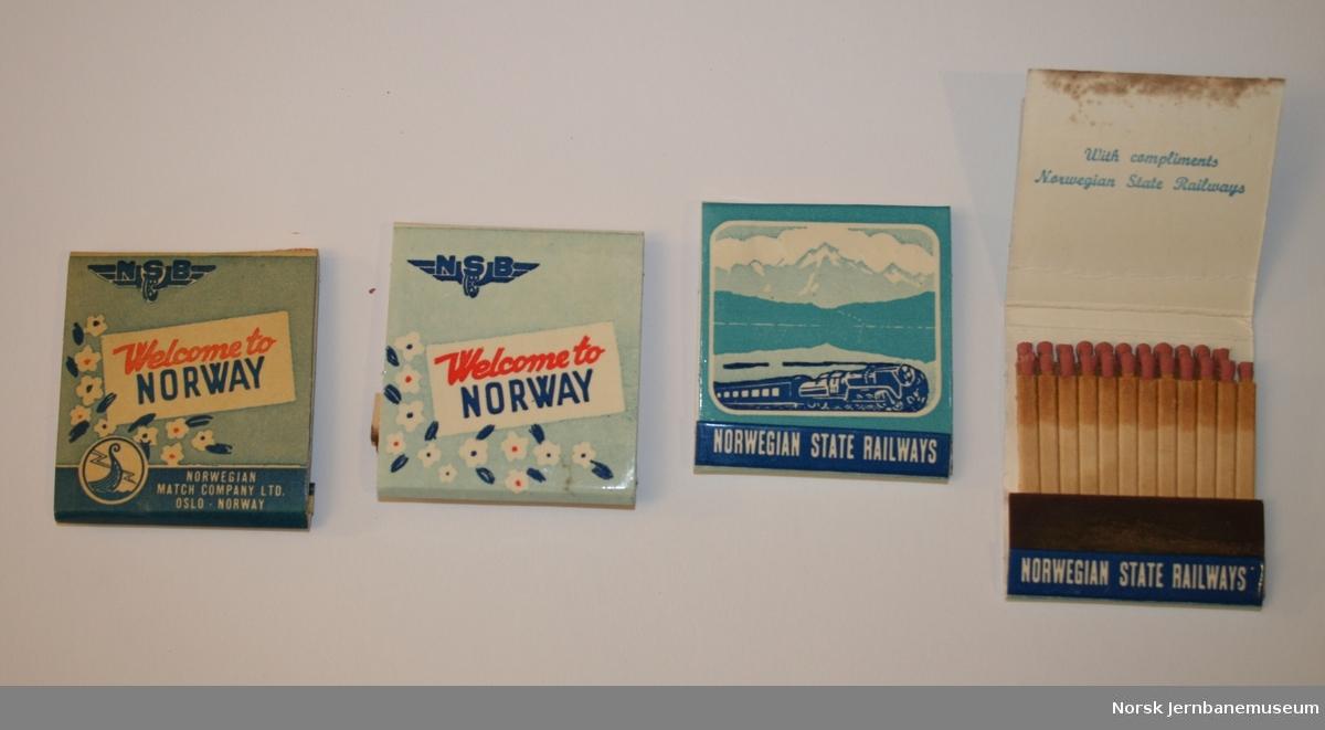 """Fyrstikker i lommepakninger. 4 pakninger i to varianter. Den ene varianten (1 stk) har """"Norwegian Match Company Ltd, Oslo, Norway"""" nederst på omslaget."""