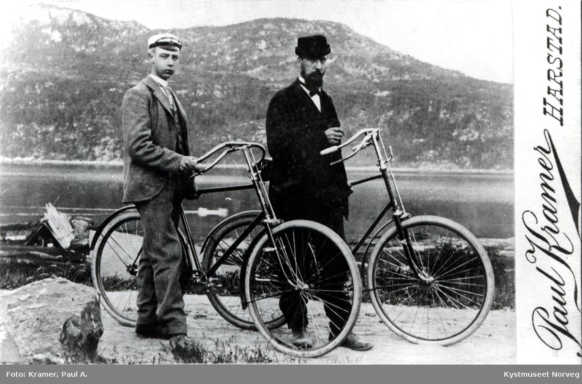 Ukjente menn med sykler