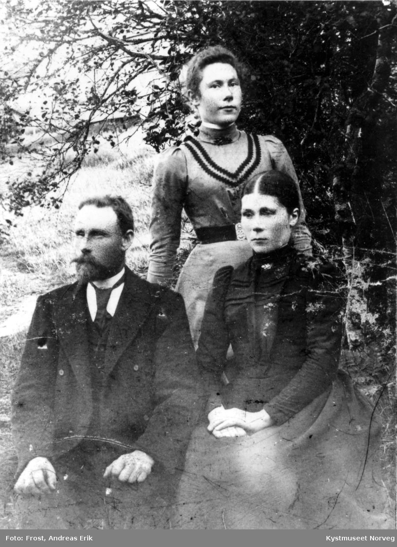 Fra venstre: Oluf Urdshals Brekken, Petra Olise Hagan Urdshals og Marie Konstanse Urdshals Korsnes