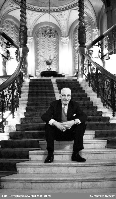 Operettsångaren Gustaf Werner intervjuas på Knaust.
