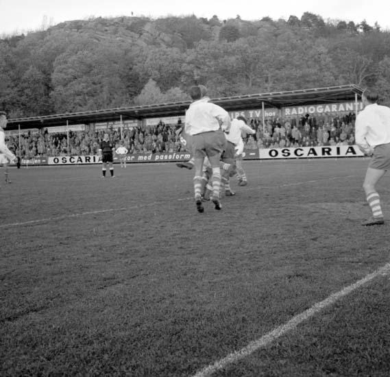 """Enligt notering: """"DM Fotboll Kungshamn - Oddevold 25/10 -59""""."""