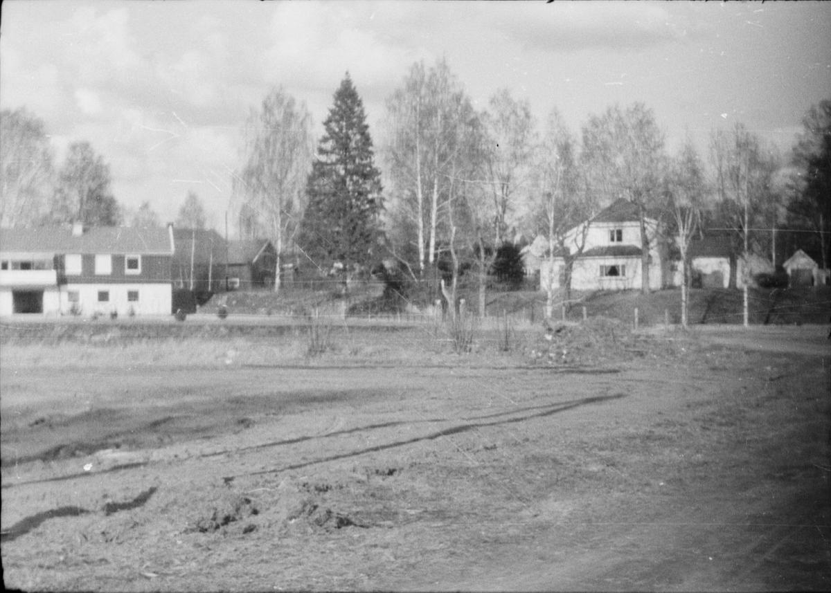 17. mai. Elverum.  1964. Området som senere ble parkeringsplass for Martn'ssenteret / Amfi.