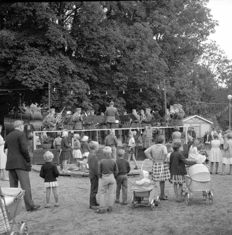 "Enligt notering: ""Barnens dag i Uddevalla Regementsmusikkåren spelar 25/6 -60""."