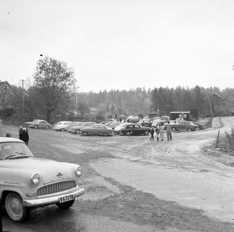 """Enligt notering: """"Skogspromenaden 22/10 -60""""."""