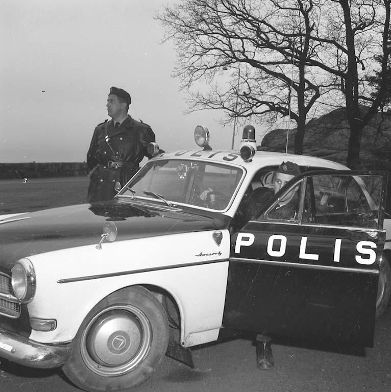 """Enligt notering: """"Fartbegränsning 80 km dec 1960""""."""