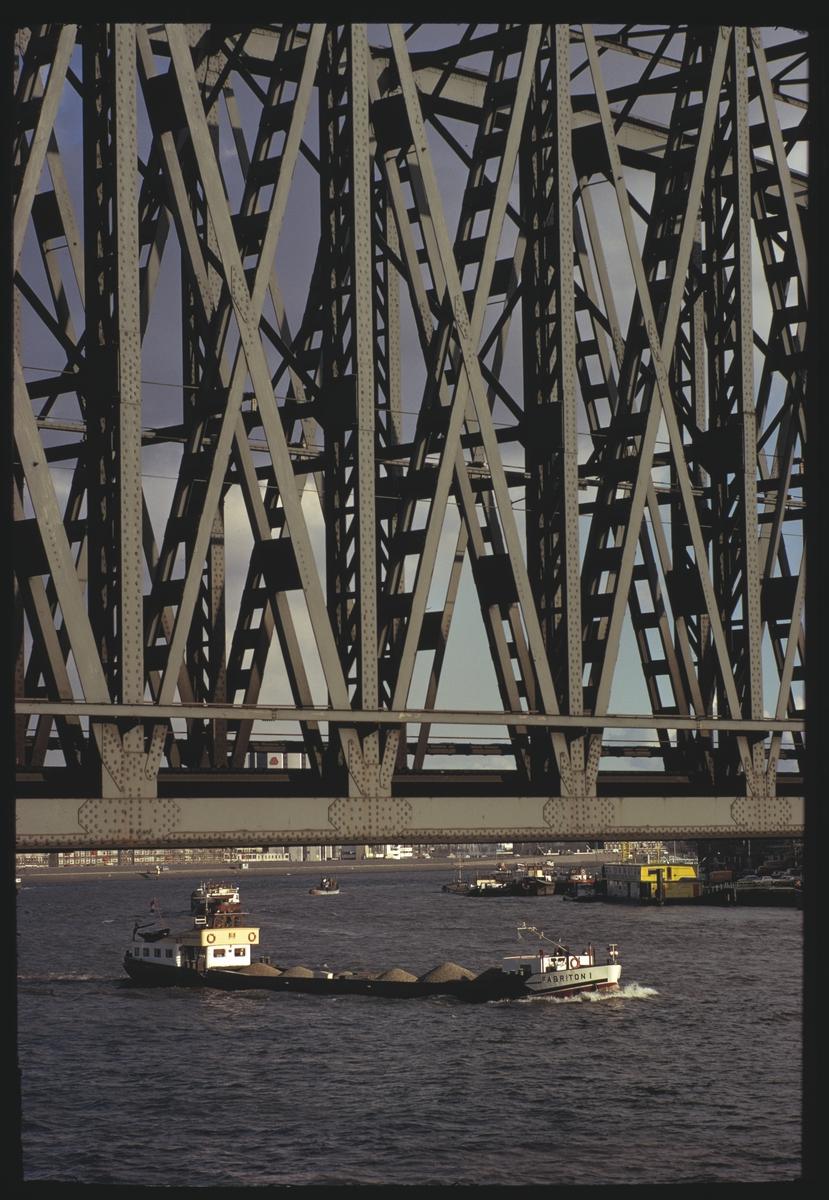 Fartyg: FABRITON I                     Bredd över allt 7,27 meter Längd över allt 54,95 meter  Byggår: 1965 Varv: Zaanlandsche Scheepwswerf, Zandaam (NL) Övrigt: FABRITON I senare SEOLTO