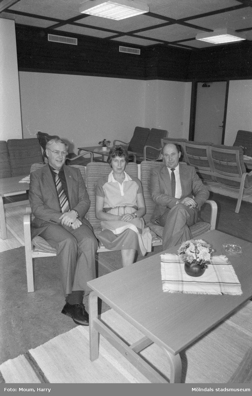 """Nyinvigning av Torrekulla turiststation i Kållered, år 1984. """"För fritidschef Thure Larsson och föreståndarparet Birger och Mari-Ann Norrhall är Torrekulla ett hjärtebarn.""""  För mer information om bilden se under tilläggsinformation."""
