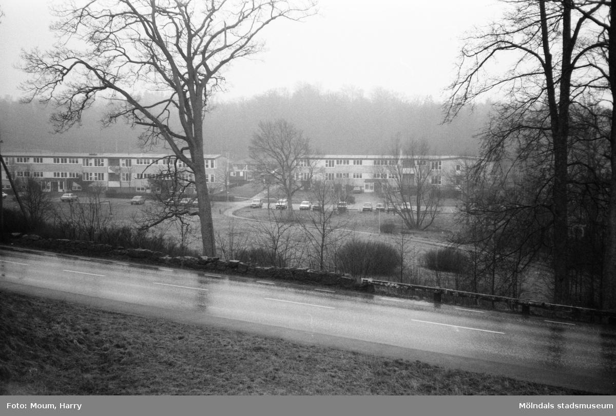 Sagåsens vårdhem sett från Stretereds vårdhem över Streteredsvägen, år 1983.