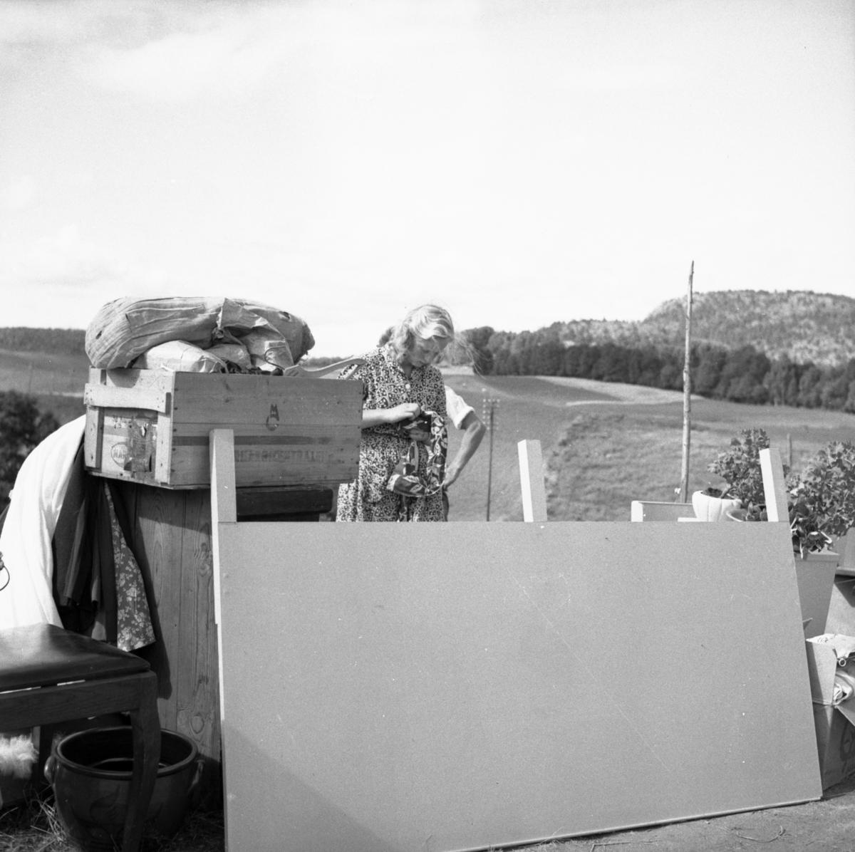 """Vardens arkiv. """"Brann hos Kåre Hansen, Melum"""" 19.08.1953"""