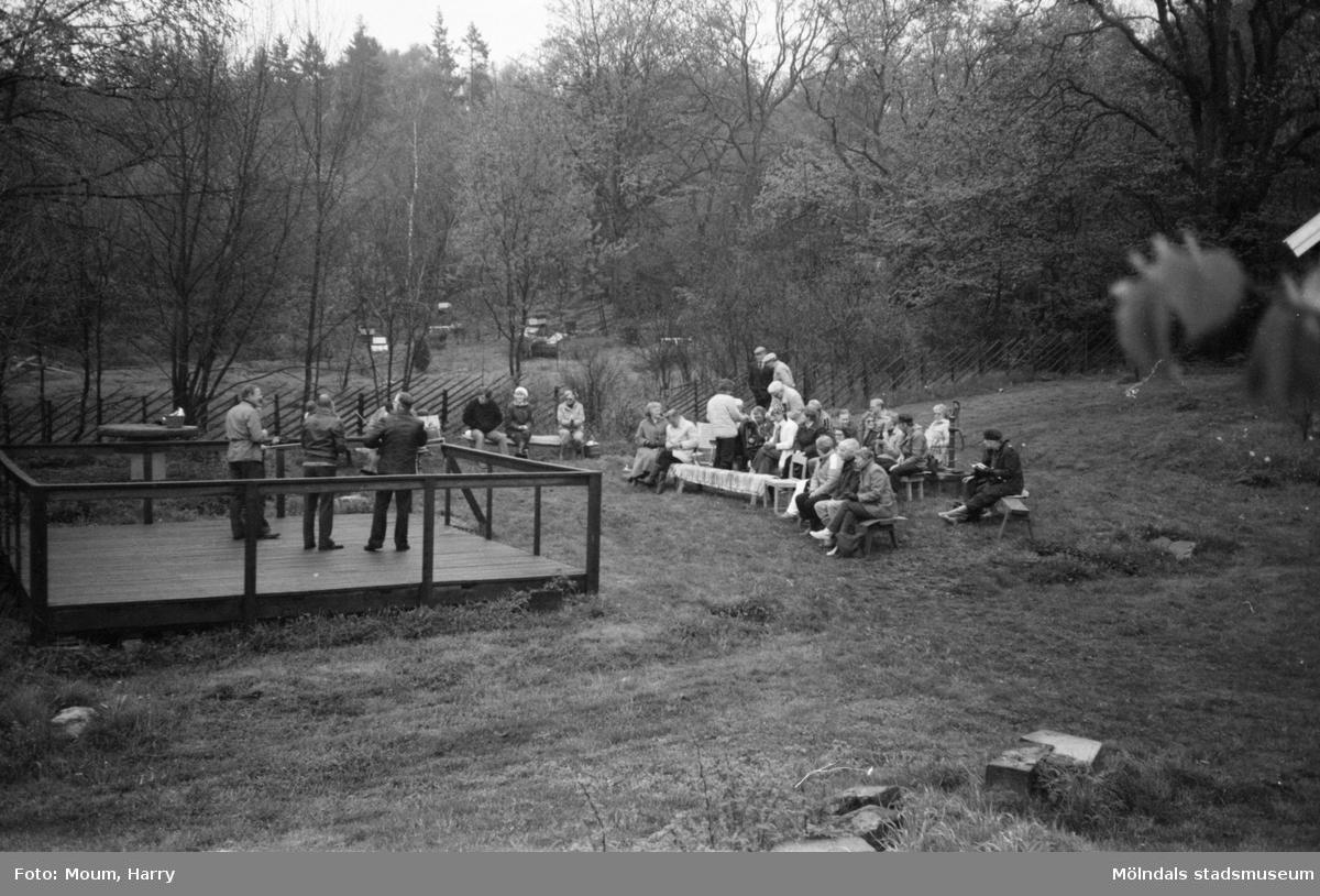 Gökotta på hembygdsgården i Långåker, Kållered, år 1983.  För mer information om bilden se under tilläggsinformation.