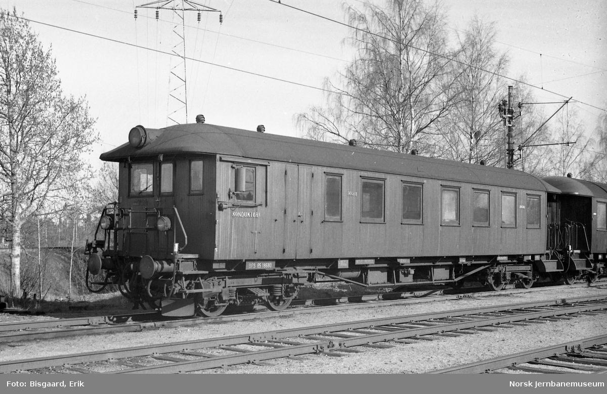Styrevogn litra BFS65 nr. 18680 på Ski stasjon
