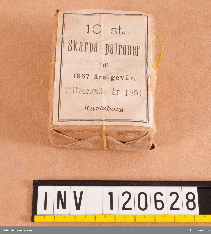 10 st skarpa patroner till gevär m/1867 i oöppnat paket.
