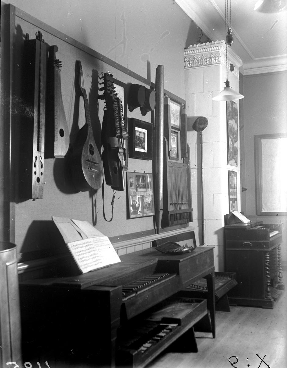 Museet: Musikinstrument. Fotograf KJ Österberg.