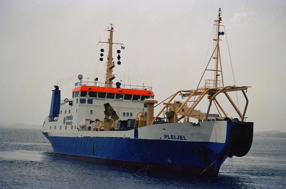 Fartyg: PLEIJEL                         Övrigt: IMO 7229502 Ägare: Swedia Networks AB? Hemort: Stockholm Ulla Bech(1972)=Kristine Söbye(1980)=PLEIJEL(1989)