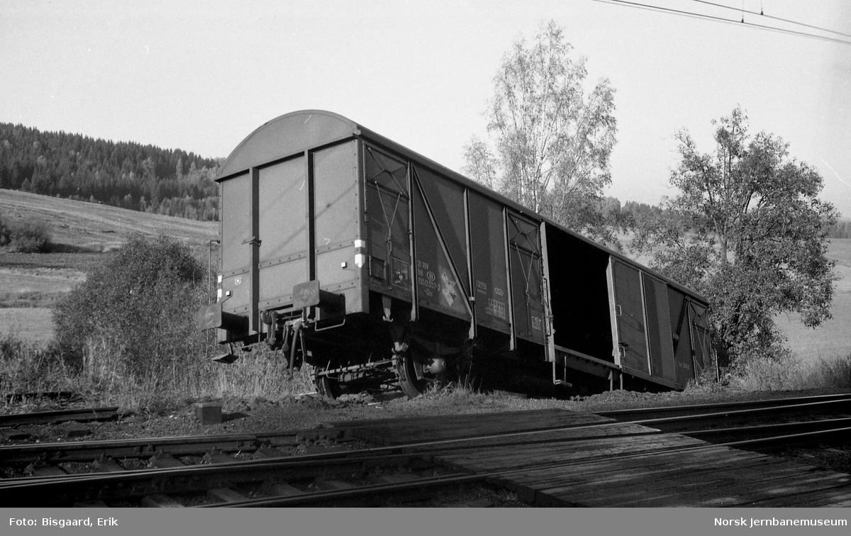 Avsporet belgisk godsvogn litra Gbs nr. 21 88 150 0557 på Ski stasjon