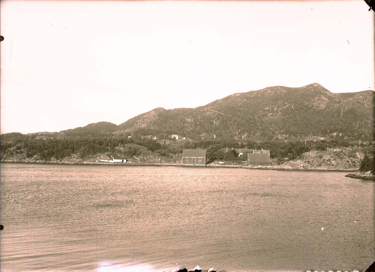Kystlandskap - Vann - Bygninger.