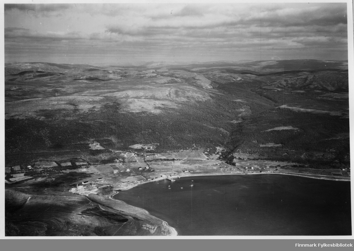 Flyfoto fra Lebesby. Negativ nr. 61428
