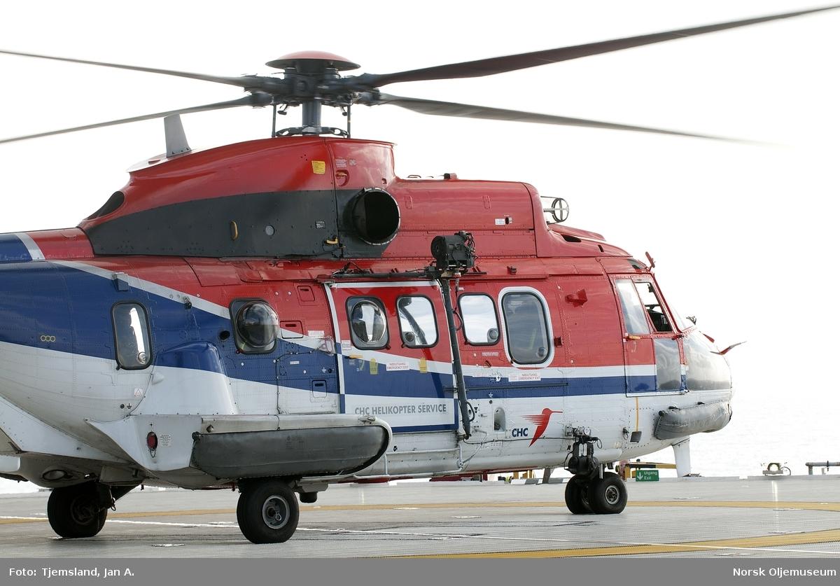 Det nærmer seg avgang for helikopteret av typen Super Puma, som shuttler mellom plattformene i nabolaget til Valhall-feltet.  Blant annet går det til Ekofisk.