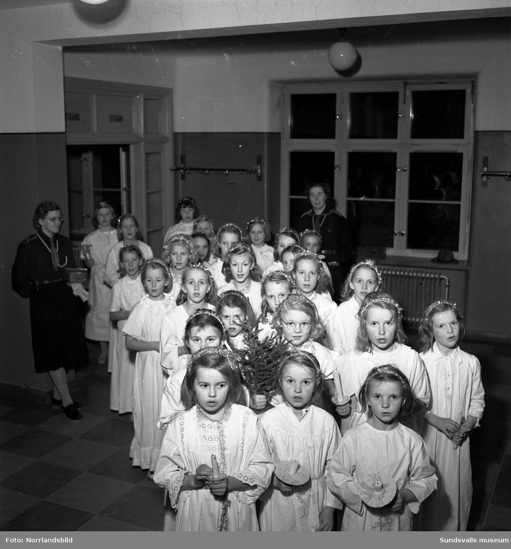 Adventsfirande med barn och ungdomar i landskapets kyrkor.