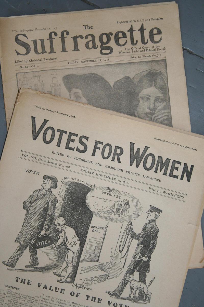 Bilde av forsiden på to stemmerettspublikasjoner fra Storbritannia: The Suffragette og Votes for Women (Foto/Photo)