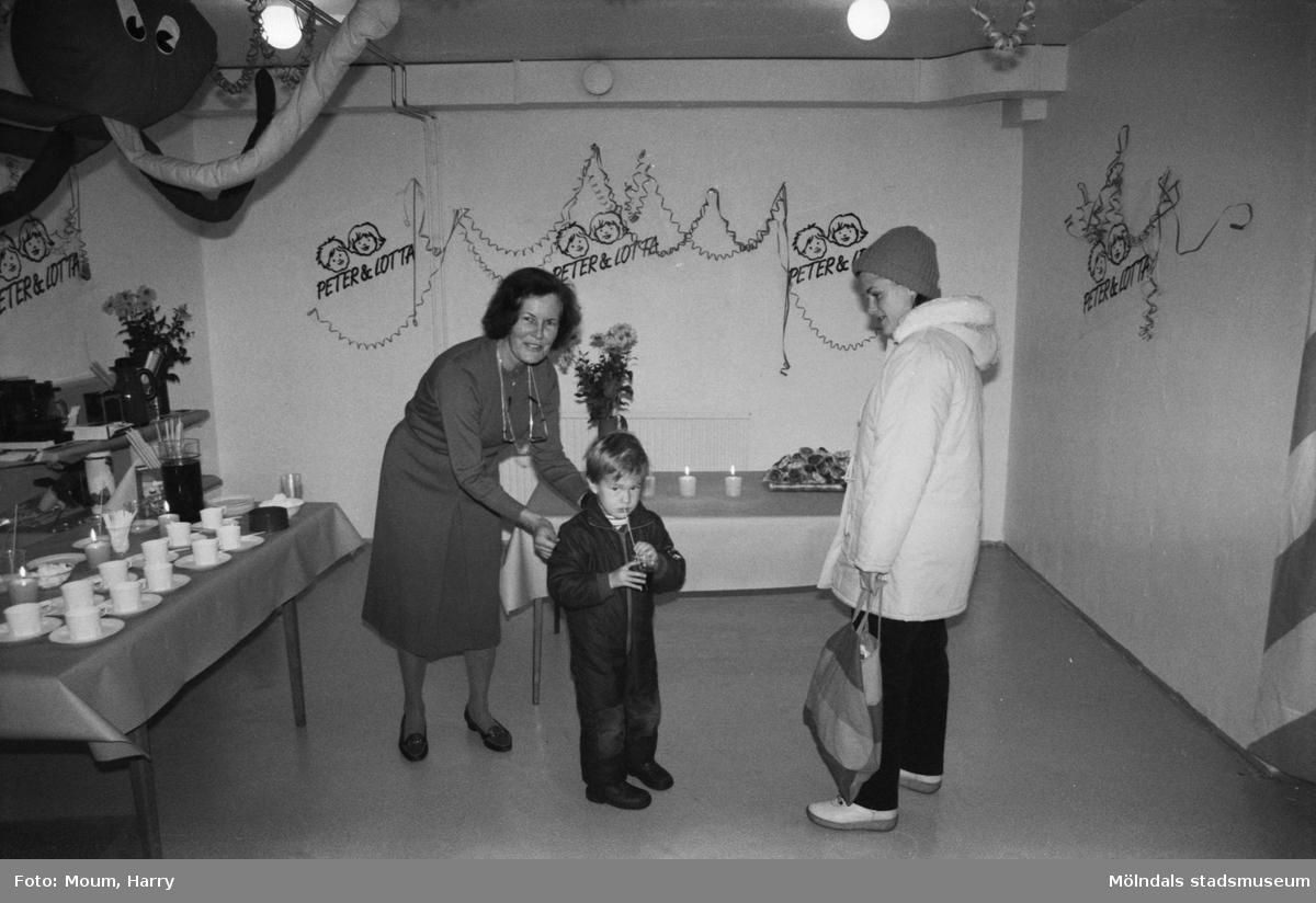 Ny barnboutique, Peter & Lotta, på Hagabäcksleden i Kållered, år 1983.  För mer information om bilden se under tilläggsinformation.