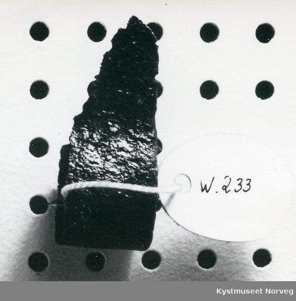 Form: Fingerhullet har et knivblad som buer