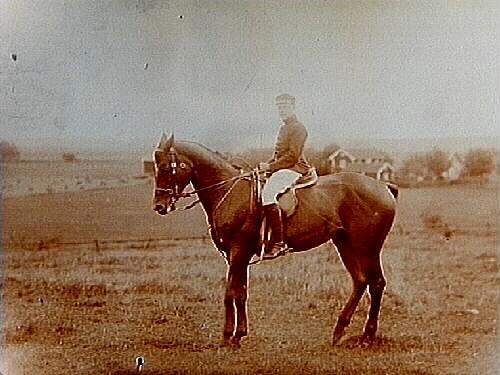 Ryttare till häst.Ryttmästare R.M. Svartling