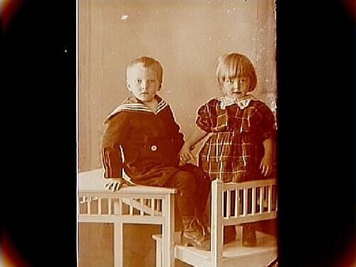 Två småbarn.Karl Vahlstedt