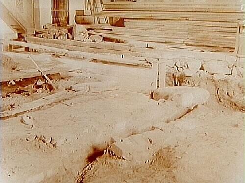 Viby kyrka, utgrävning. Mittmuren, östra delen, från sydväst.