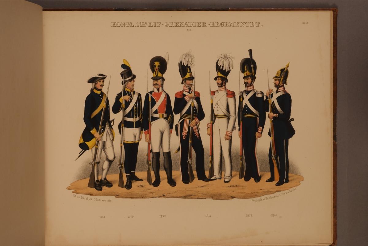 Plansch med uniform för Första Livgrenadjärregementet för åren 1765-1845. Plansch i färgtryck efter original av Adolf Ulrik Schützercrantz. Ingår i planschsamlingen Svenska krigsmaktens fordna och närvarande munderingar.