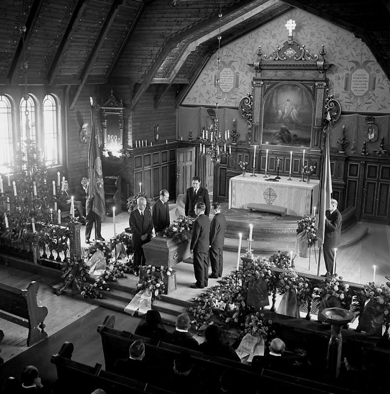 Holmbergs begravning i Ljusnarsbergs kyrka.