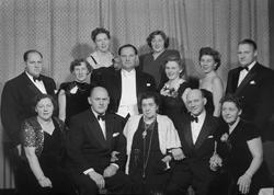 Fru Sigrid Helgesen m. barna