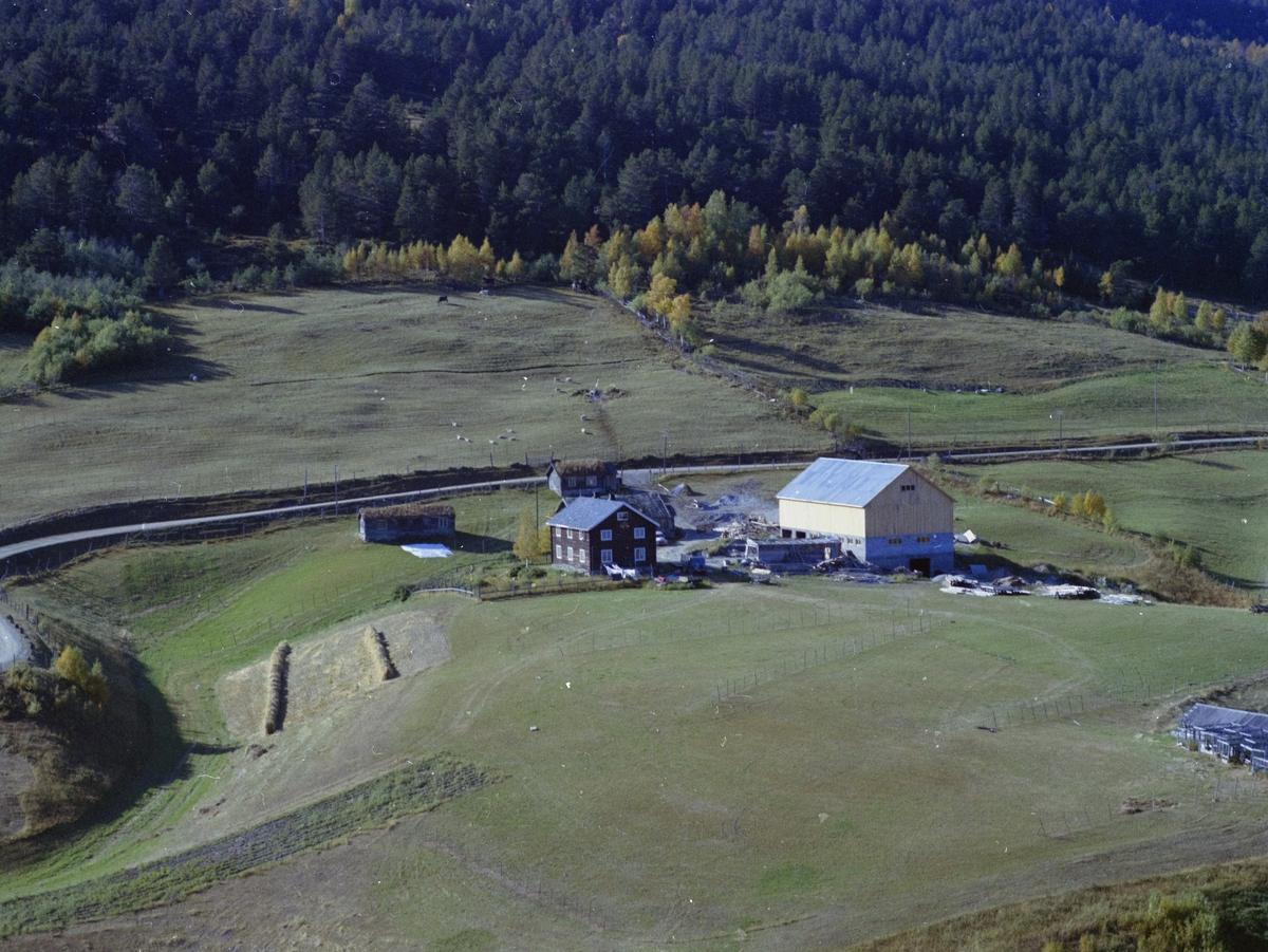 Flyfoto,landskap med gårsdbruket Søre Blæstrud også nevnt som Søre Blæstra, Dombås