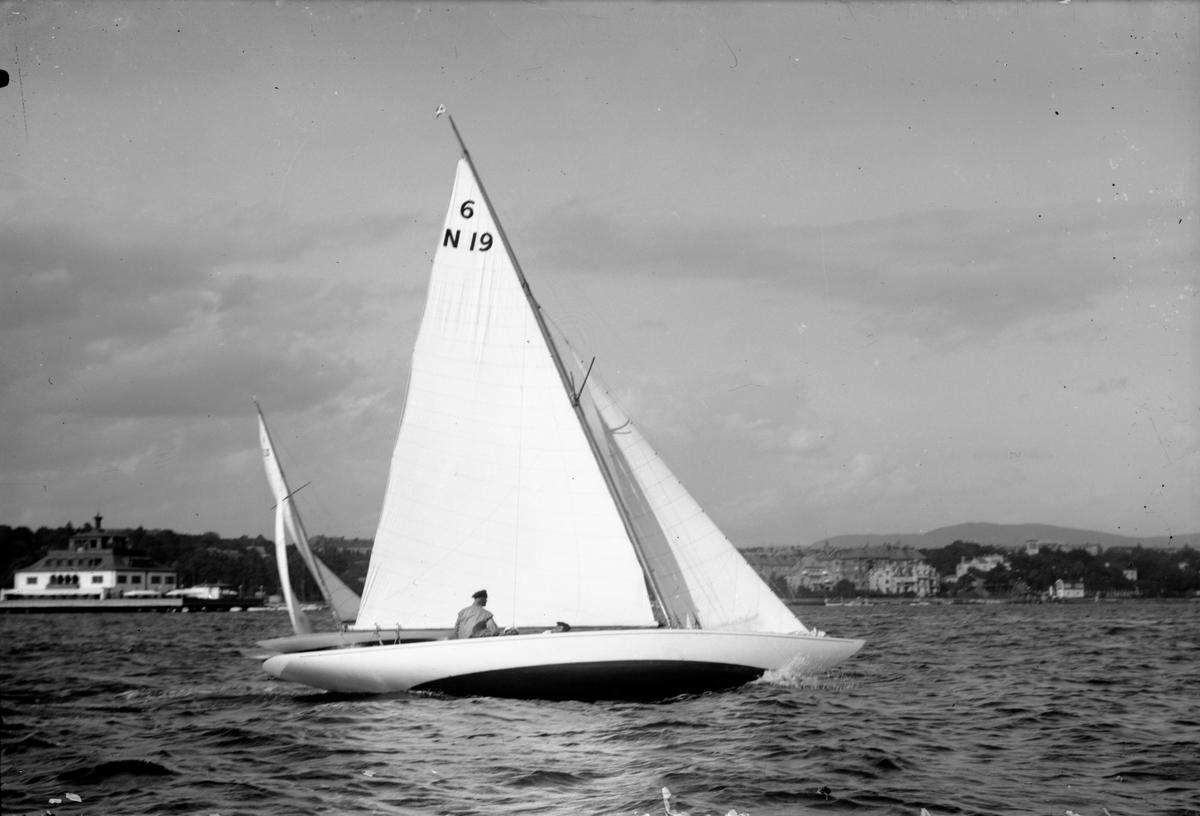 'Flaks' (6 N 19) i Kongens serieseilaser august 1925.