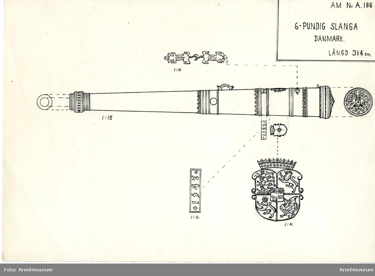 Grupp A I.  Krigsbyte från Danmark i något av krigen under 1600-talet. Redan 1690 tillhörde denna kanon bestyckningen å Varbergs fästning, varifrån den 1802 fördes till Artillerigården.   Å kammarstycket: danska riksvapnet samt årtalet 1542.  Loppets rel längd 30 kal.  Under danska riksvapnet finns två salamandrar som krokar i svansarna i varandra. 2015-06-13/EW