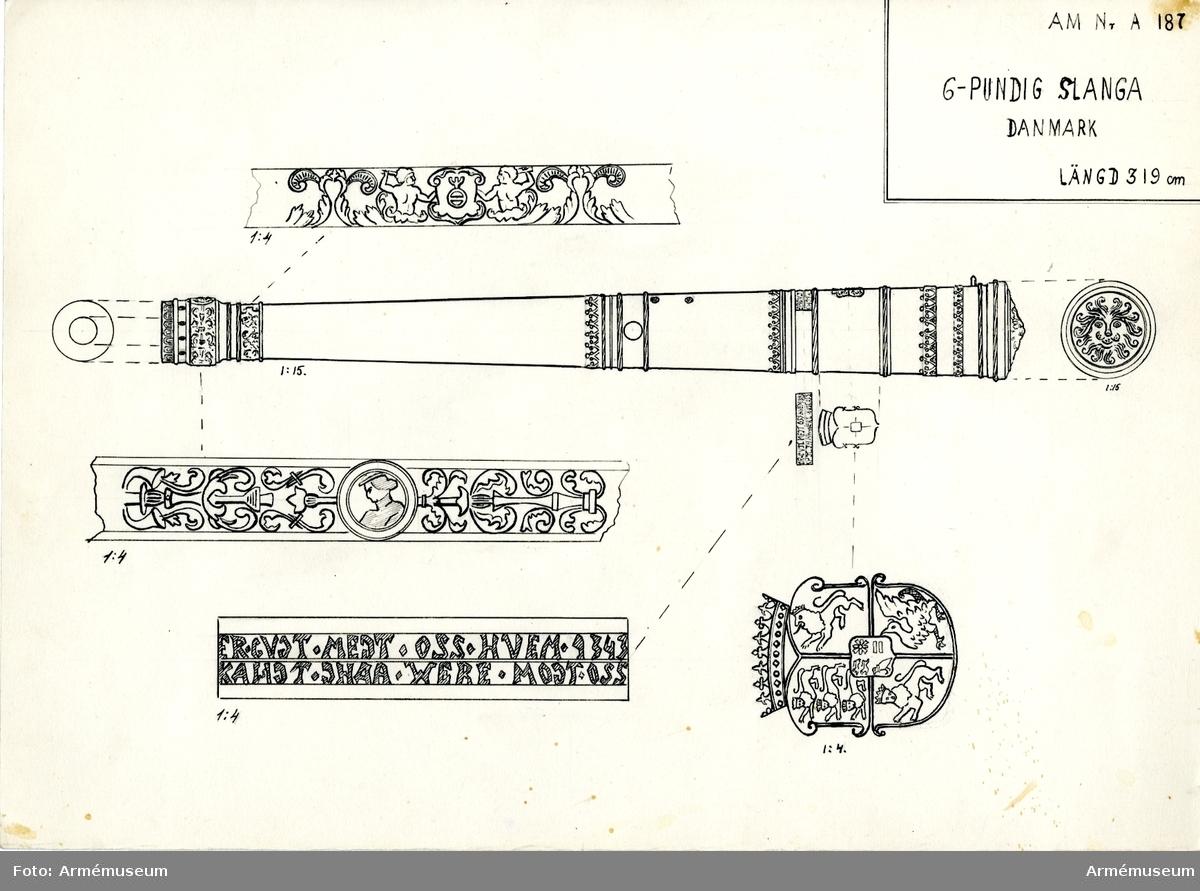 """Grupp A I.  Krigsbyte från Danmark i något av krigen under 1600-talet. Redan 1690 tillhörde denna kanon bestyckningen å Varbergs fästning, varifrån den 1802 fördes till Artillerigården.  Å kammarstycket: danska riksvapnet samt därovan inskriften: """"ER. GVDT. MEDT. OSS. HVEM. KANDT. DHAA. WERE. MODT. OSS"""" samt årtalet 1543."""