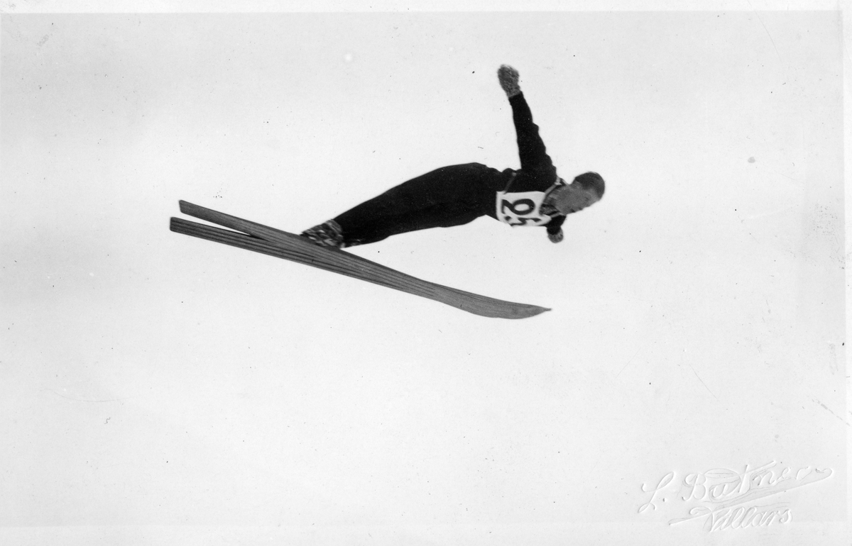 Kongsberg skier Birger Ruud jumps at Villars 1933