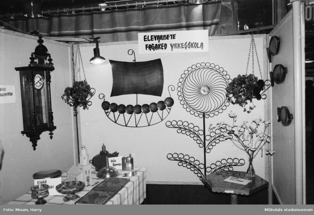 Lindome kulturdagar på Almåsgården i Lindome, år 1984. Elevarbeten från Fagared yrkesskola.  För mer information om bilden se under tilläggsinformation.
