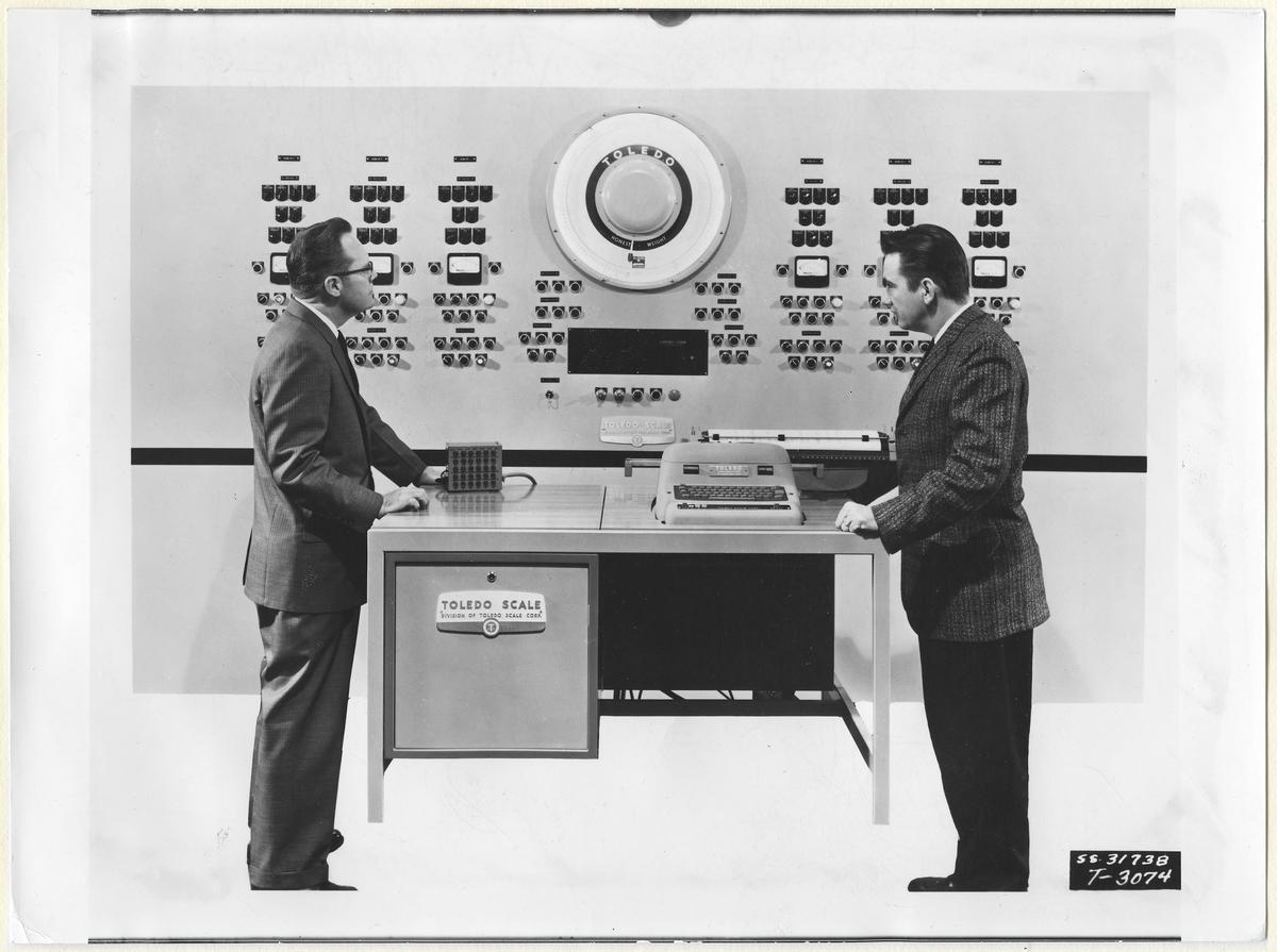 """Toledo Scale. Text från arket där fotografiet är uppfodrat: """"Industriell teknik (Industritidningen Norden) Elektronisk computer för numerisk styrning av en industriprocess (Toledo)."""""""