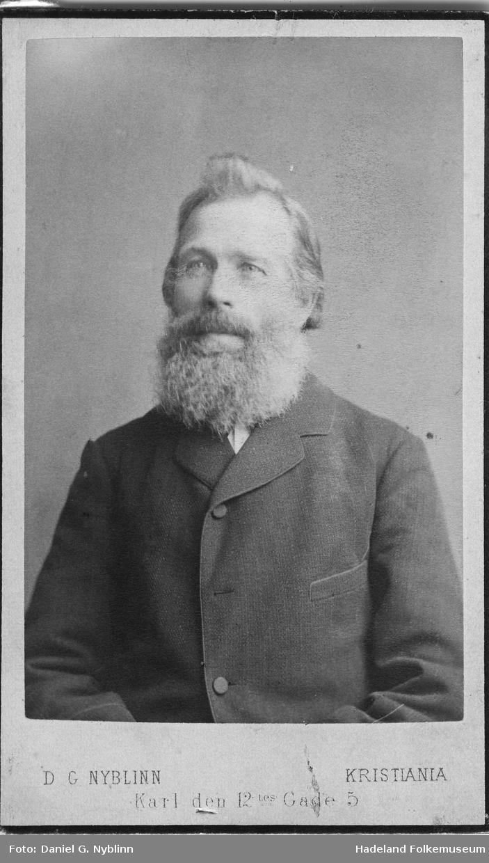 Brystbilde av Jon Larsen Hvalshagen (1828-1901)