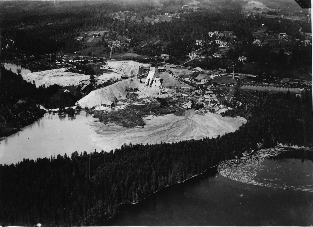 Flygfotografi över Riddarhyttans gruvfält.