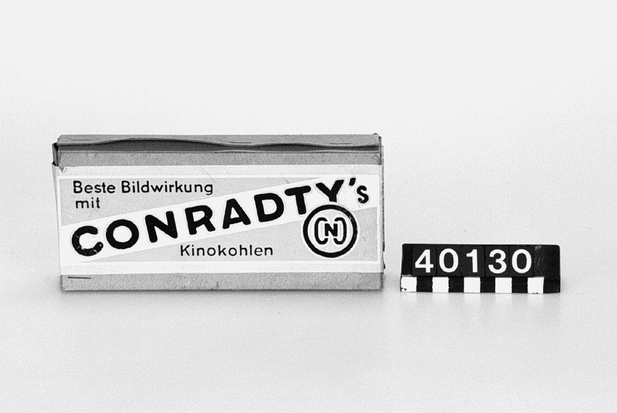 Båglampskol av kol, för film/fotobelysningar, i orginalkartong. 50 st. 9 x 200 Positiva kol. Noris-Juwel.