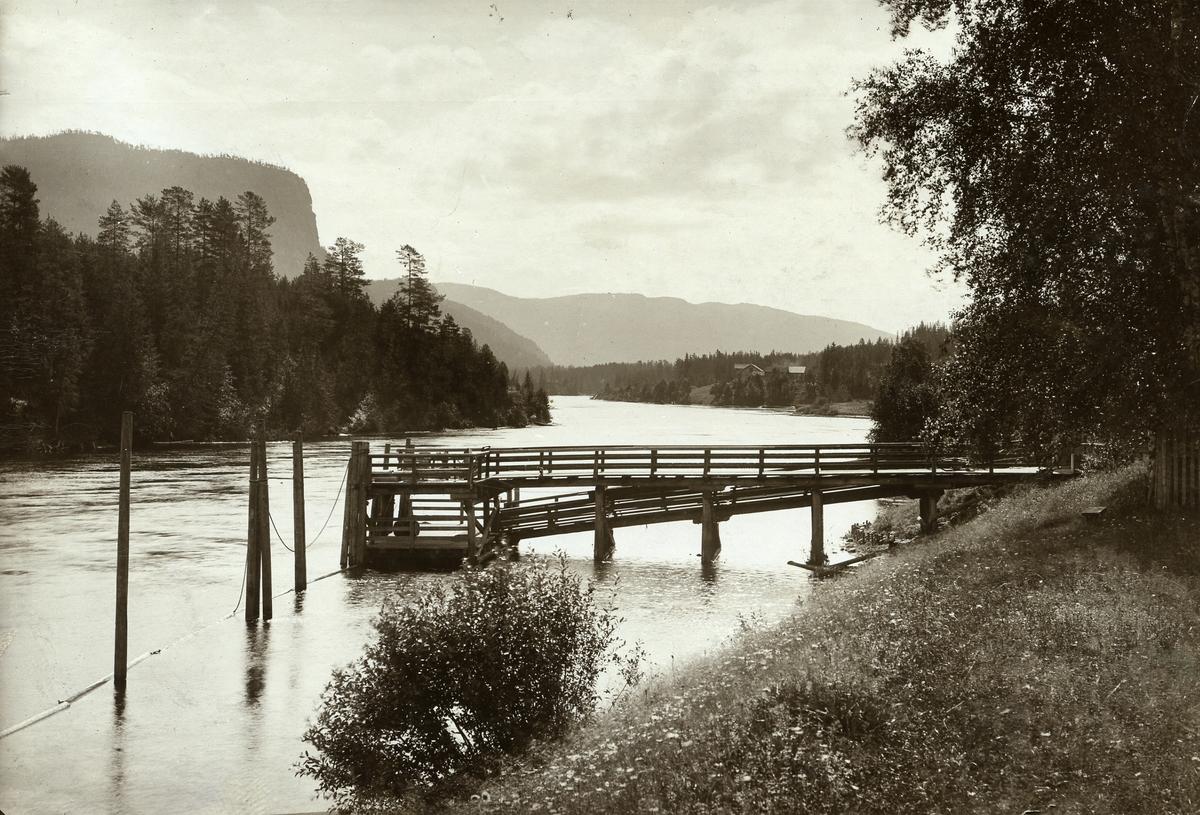 Dampbåtsbrygga ved Sørum i Sør-Aurdal kommune i Valdres.
