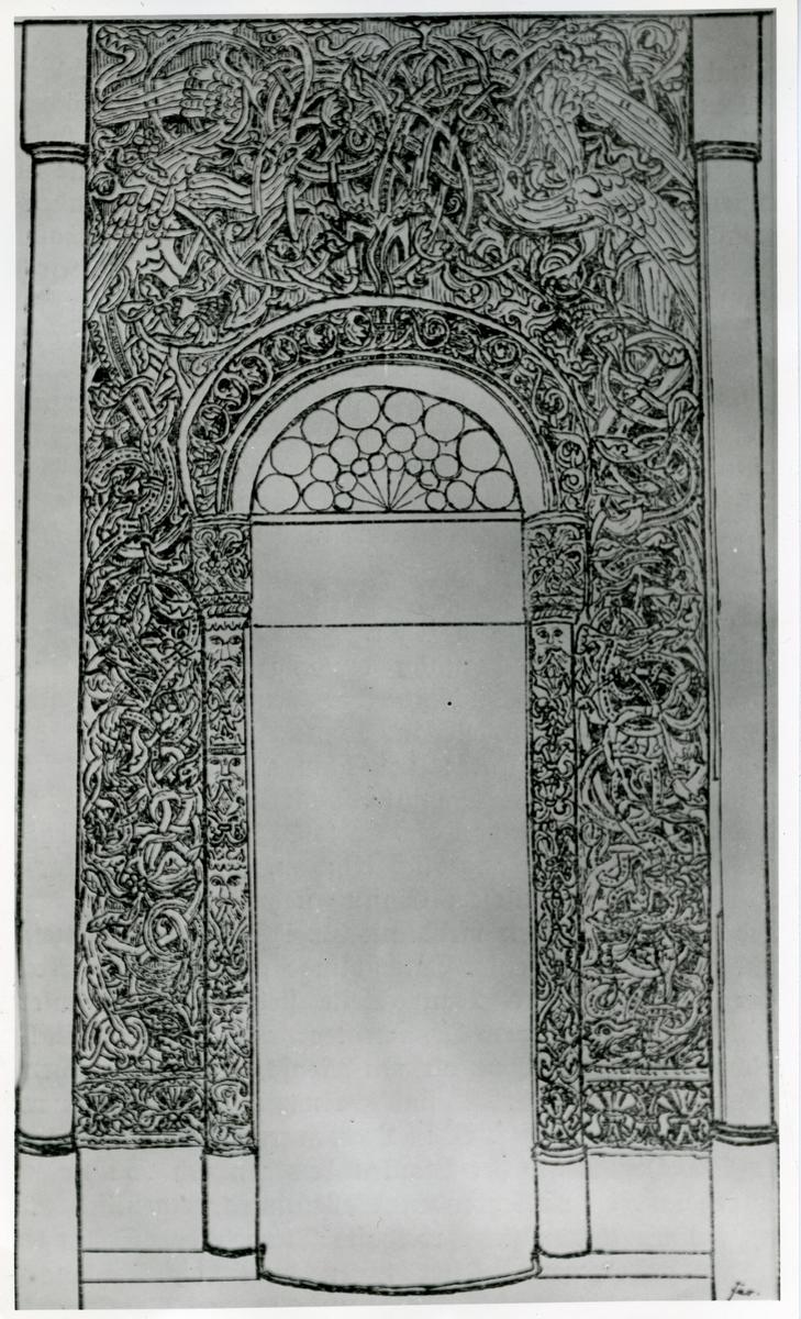 Tegning av en form for portal. Rundt portalen er det snirklete tegninger av norrøne motiver.