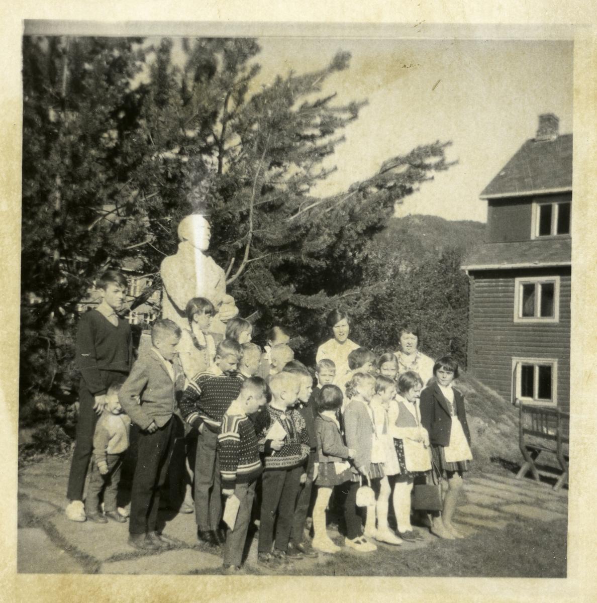 Leira søndagsskole samlet til møte på Valdres Folkehøgskule.