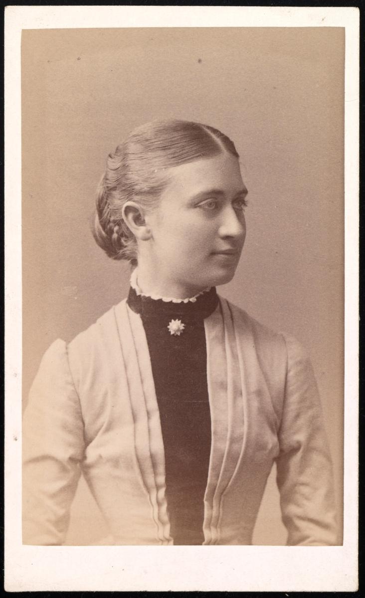 Portrett av Hanna Wetlesen.