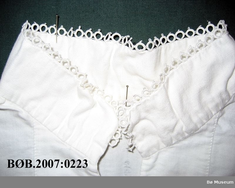 Skjorte til barnebunad med nupereller