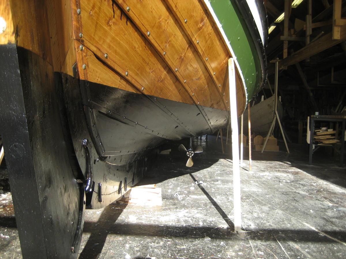 Dragens Vinge, bygd i 2009, med seildrev. Et annet alternativ er motorbrønn til påhengsmotor. (Foto/Photo)
