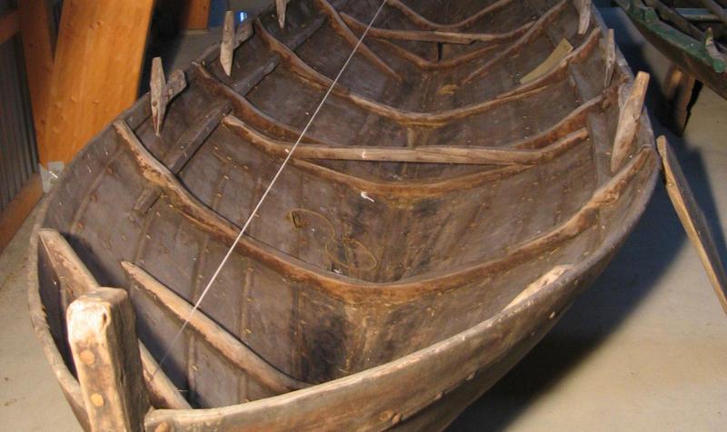 Båten er en kopi av en gammel snidbetning. Dette er originalen.