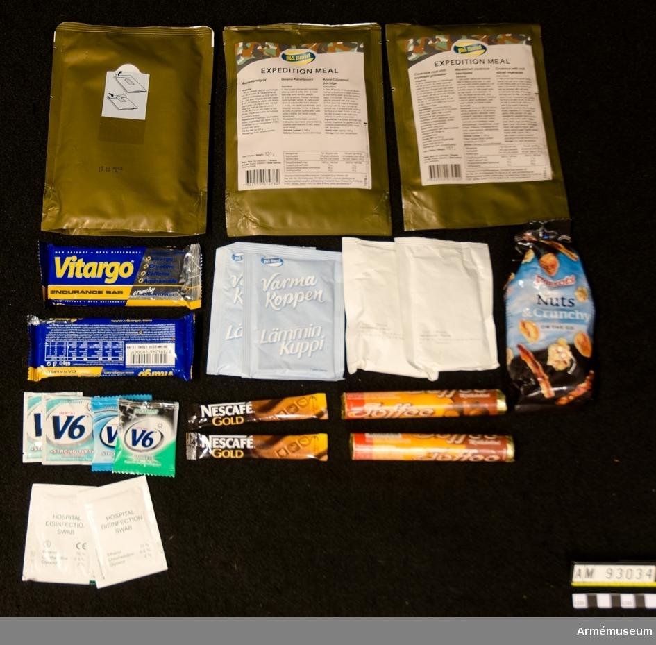Förpackning innehållande en dagsmeny om 3600 kcal. Frukost: Äpple och kanelgröt Lunch: Couscous med chilikryddade grönsaker Middag: Pasta med ost och broccoli Tillbehör: Chokladdryck 2 st, Chokladrulle 2 st, Nötblandning 1 st, Russin 2 st, Energikaka 2 st, Kaffestick 3 st, Klortabletter 3 st, Tuggummi 3 st, Våtservett 3 st. Vattenåtgång: 19,6 dl